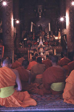 Luang Prabang - modlitwa w Wat Xieng Thoung
